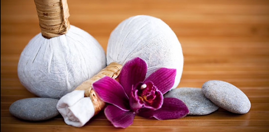 Thai Kräuter-Stempel-Massage